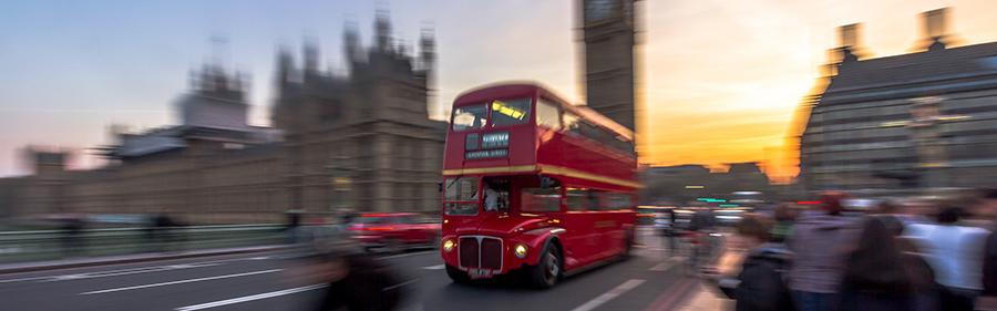 Bilde av buss i London.