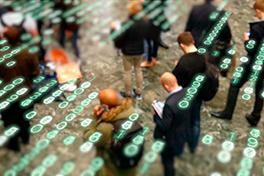 Digitale tegn lagt over et bilde av mange mennesker.